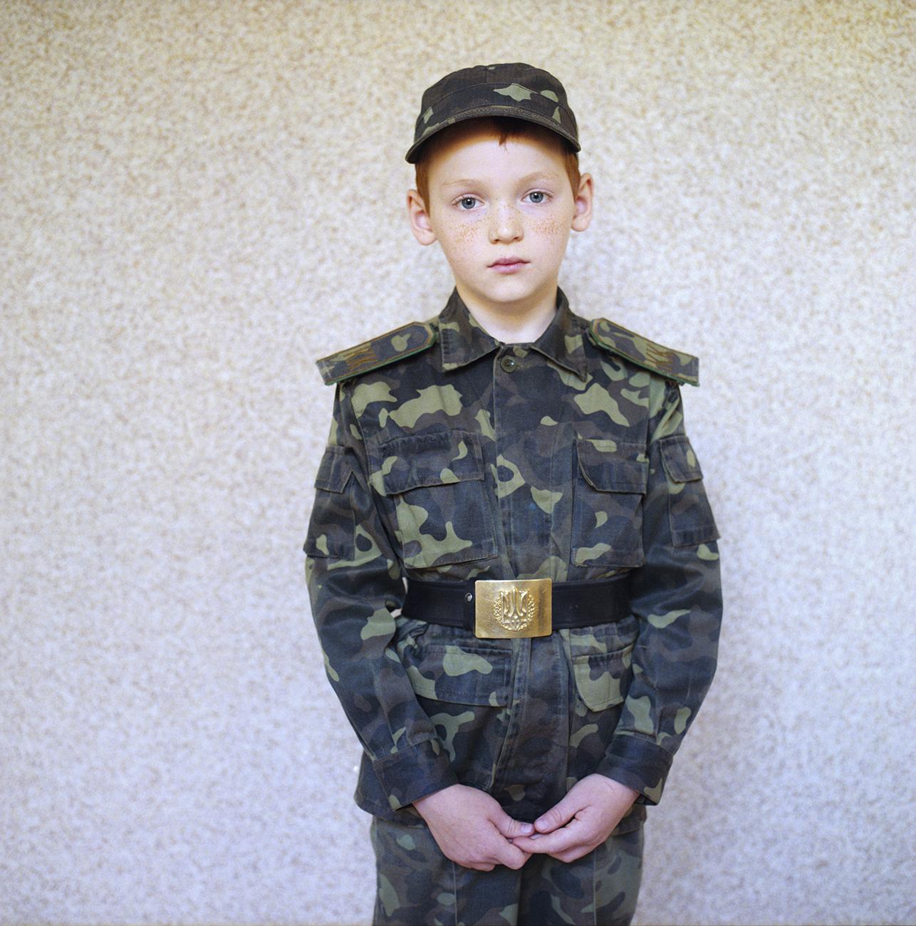"""В неонацистском детском лагере """"Азовец"""" детей учат быть верными"""